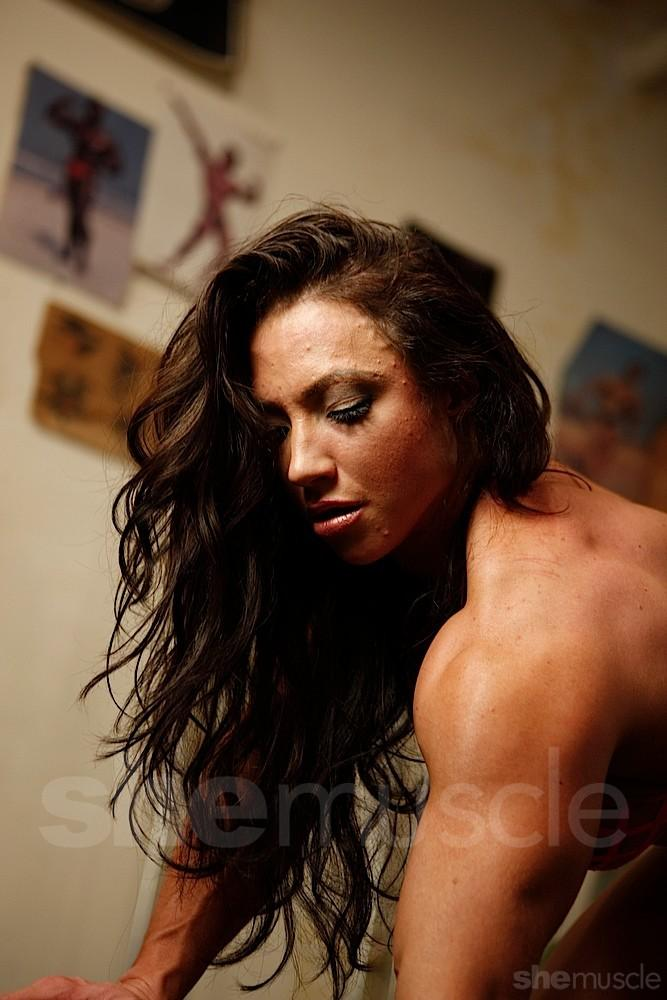 Brandi Mae working her back at the gym - half nude!