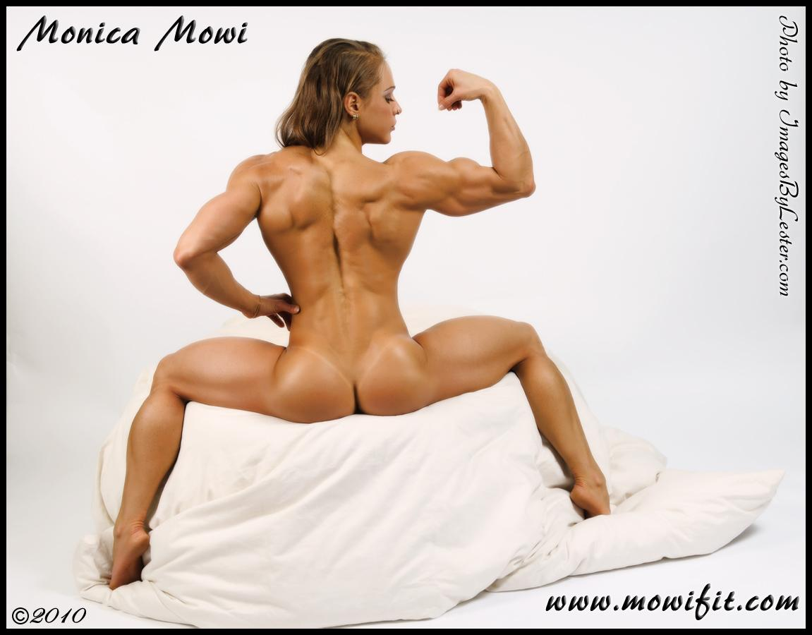 Nude Female Bodybuilders Wrestling