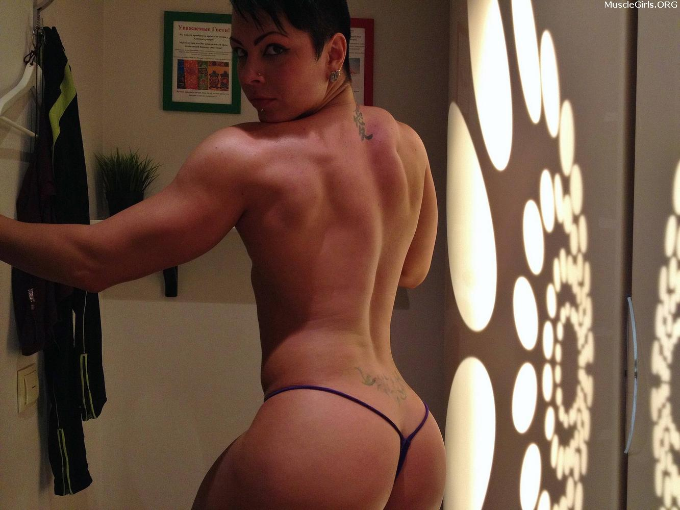 Nude Short Hair Muscle Woman