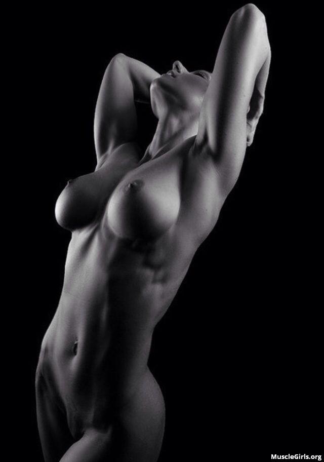голые девушки черно белые фото