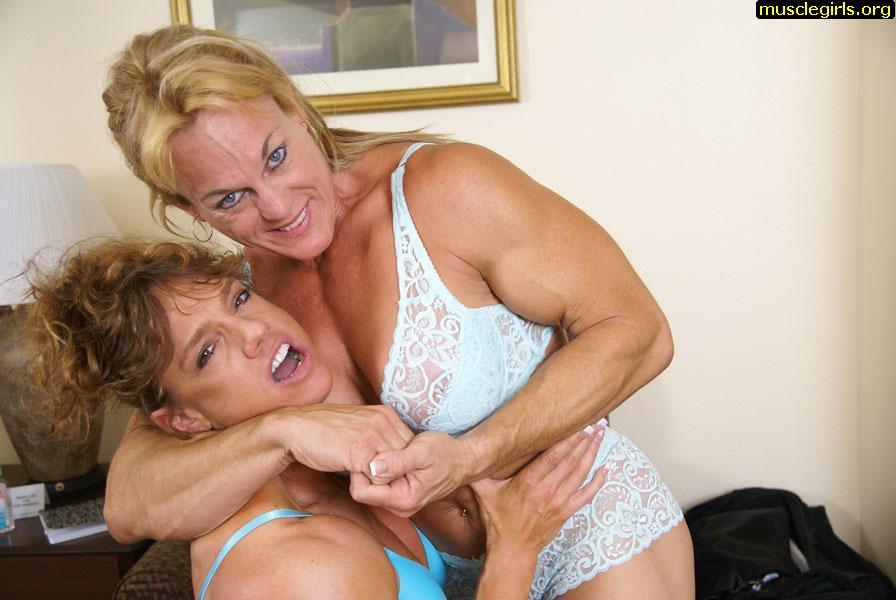 bodybuilder_lesbians_nude2