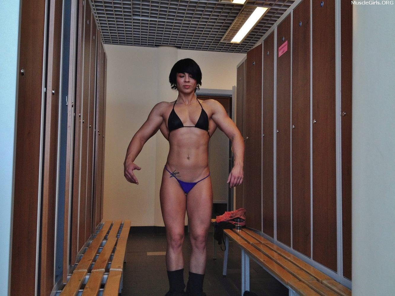 short-hair-muscle-girl-nude7 - Muscle Girls